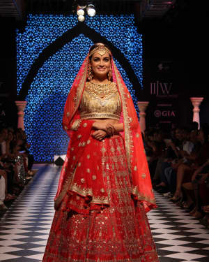 Dia Mirza - In Pics: Celebs Walks Ramp At IIJW 2017 | Picture 1530251