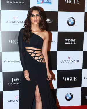 Kriti Sanon - In Pics: Red Carpet Of Vogue Women Of The Year 2017
