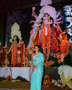 In Pics: Kajol Serve Bhog To All The Devotees Of Maa Durga | Picture 1531485
