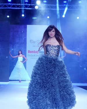 Photos: Benafsha Soonawalla Showstopper For Designer Shashank and Pinky