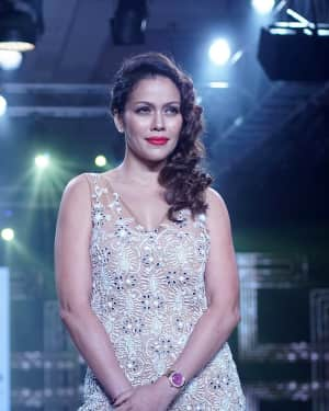 Photos: Waluscha de Sousa Showstopper For Designer Asif Merchant (Horra)