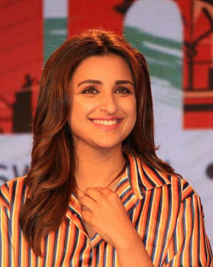Photos: Parineeti Chopra at DHFL PRAMERICA Behtar India Taj Lands End