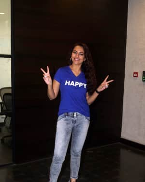 Sonakshi Sinha - Photos: Interview With Star Cast Of Film Happy Bhaag Jayegi Returns | Picture 1594794