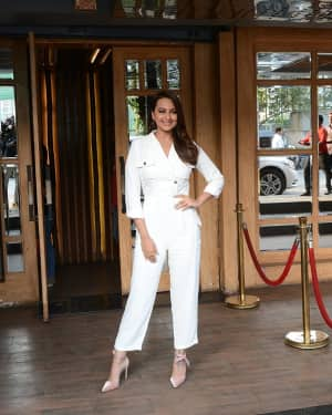 Photos: Sonakshi Sinha Spotted At Hoot In Juhu | Picture 1615919