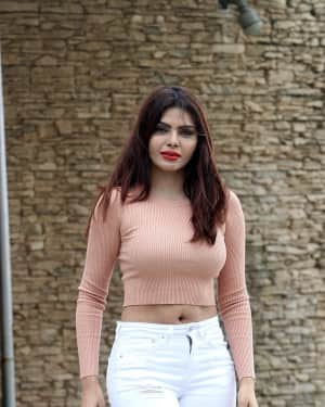 Photoshoot: Sherlyn Chopra Spotted at Sun n Sand Juhu