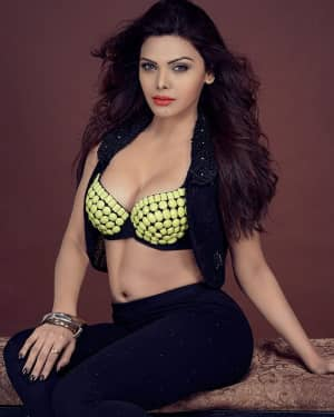 Sherlyn Chopra Hot Instagram Pics