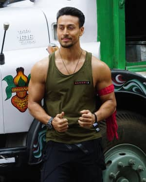 Tiger Shroff - Photos: Tiger Shroff & Disha Patani On The Sets Of &TV's Dance Show