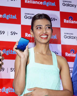 Photos: Radhika Apte Launches Buy Back Offer Of Samsung S9+ | Picture 1572787