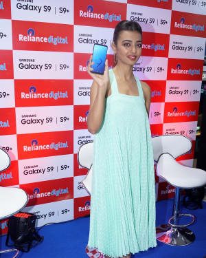 Photos: Radhika Apte Launches Buy Back Offer Of Samsung S9+ | Picture 1572789