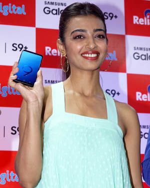 Photos: Radhika Apte Launches Buy Back Offer Of Samsung S9+ | Picture 1572791
