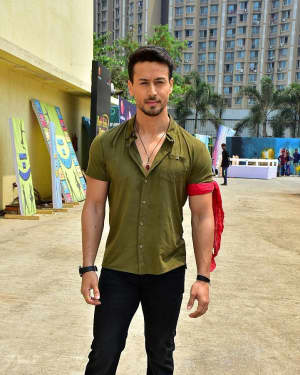 Tiger Shroff - Photos: Tiger Shroff & Disha Patani On Set Of Did Little Master