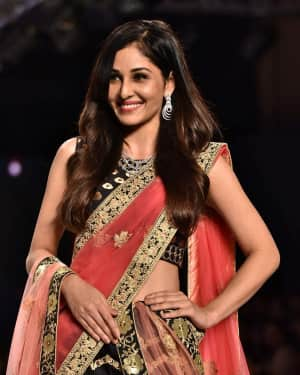 Photos: Pooja Chopra Showstopper For Designer Shaina | Picture 1574030