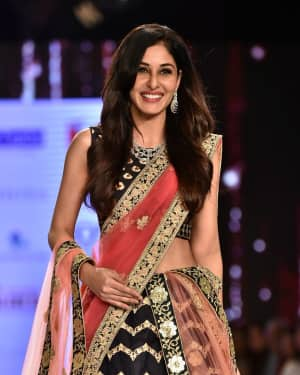 Photos: Pooja Chopra Showstopper For Designer Shaina | Picture 1574029