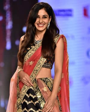 Photos: Pooja Chopra Showstopper For Designer Shaina | Picture 1574032