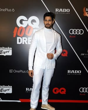 Sidharth Malhotra - Photos: Red Carpet Ceremony of GQ Best Dressed 2018 | Picture 1583586