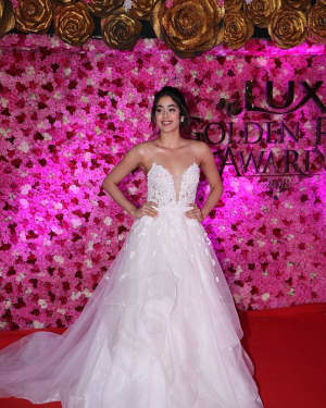 Jahnavi Kapoor - Photos: Lux Golden Awards 2018 Red Carpet