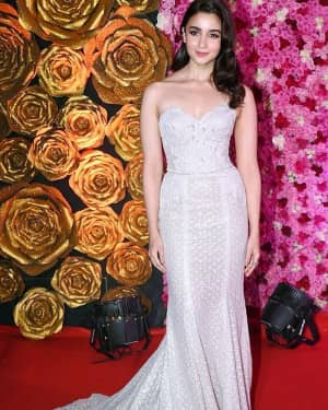 Alia Bhatt - Photos: Lux Golden Awards 2018 Red Carpet