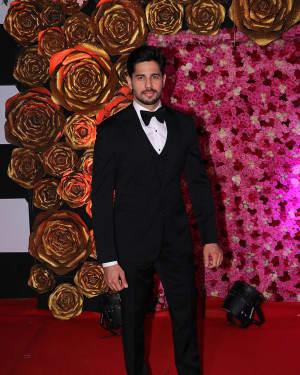 Sidharth Malhotra - Photos: Lux Golden Awards 2018 Red Carpet