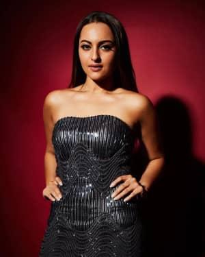 Sonakshi Sinha - Photos: Elle Beauty Awards 2018 & Red Carpet at Taj Land's End