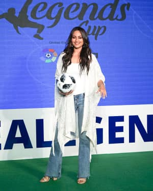 Photos: Sonakshi Sinha at the launch of india's largest corporate football tournament Legends Cup | 1603904