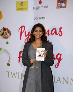 Photos: Sonam Kapoor at Twinkle Khanna's Book Pyjamas Are Forgiving Launch