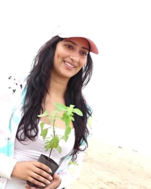 Photos: Niharica Raizada at Aksa Beach For Clean Up Campaign   Picture 1599081