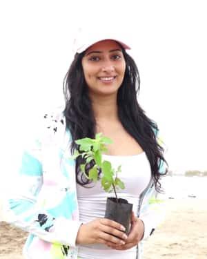 Photos: Niharica Raizada at Aksa Beach For Clean Up Campaign | Picture 1599080