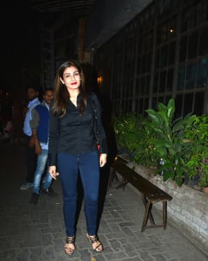 Photos: Raveena Tandon Spotted at Pali Village Cafe | Picture 1626027