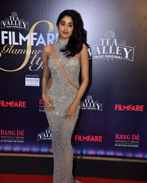 Jahnavi Kapoor - Photos: Red Carpet Of Filmfare Glamour and Style Awards 2019 | Picture 1626888