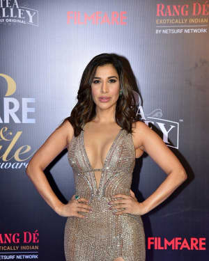 Sophie Choudry - Photos: Red Carpet Of Filmfare Glamour and Style Awards 2019
