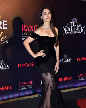 Warina Hussain - Photos: Red Carpet Of Filmfare Glamour and Style Awards 2019