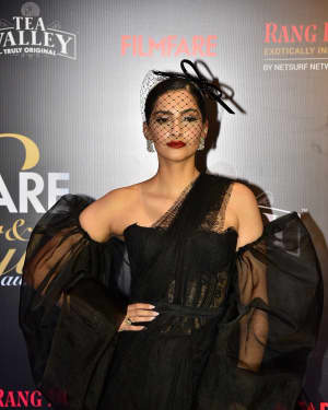 Sonam Kapoor - Photos: Red Carpet Of Filmfare Glamour and Style Awards 2019