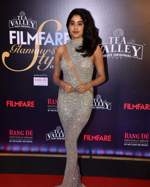 Jahnavi Kapoor - Photos: Red Carpet Of Filmfare Glamour and Style Awards 2019 | Picture 1626886