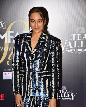 Sonakshi Sinha - Photos: Red Carpet Of Filmfare Glamour and Style Awards 2019