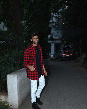 Kartik Aaryan - Photos: Luka Chuppi Cast Spotted at Macdock Office For Promotion Of The Film