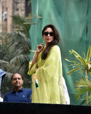 Photos: Kareena Kapoor at Flag Hoisting Ceremony at Her Society in Bandra
