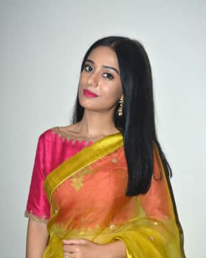 Photos: Amrita Rao During  Promotions Of Thakrey At Sun And Sand