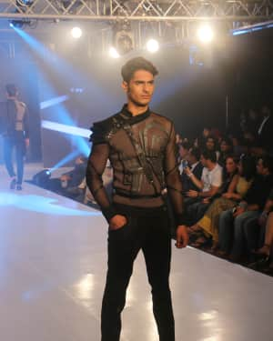 Photos: Celebs Walk The Ramp During The Exhibit Tech Fashion Tour | 1607624