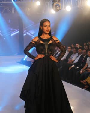 Photos: Celebs Walk The Ramp During The Exhibit Tech Fashion Tour | 1607626
