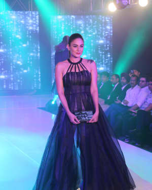 Photos: Celebs Walk The Ramp During The Exhibit Tech Fashion Tour | 1607642