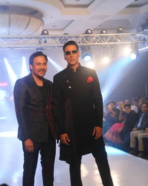 Akshay Kumar - Photos: Celebs Walk The Ramp During The Exhibit Tech Fashion Tour | Picture 1607618