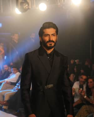 Photos: Celebs Walk The Ramp During The Exhibit Tech Fashion Tour | 1607629