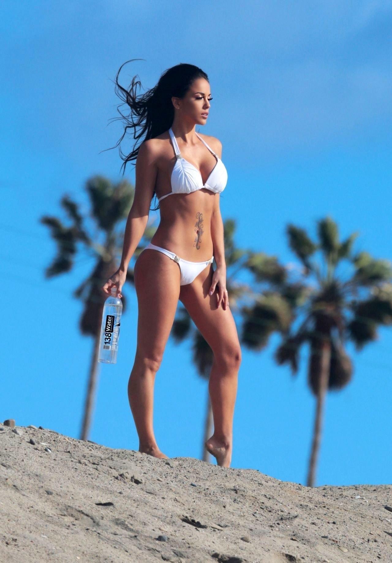 Melissa riso flaunts her bikini body nudes (13 photo)