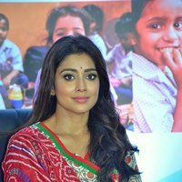 Shriya Saran - Quaker and Smile Foundation's 'Feed A Child' Event Stills | Picture 1493860