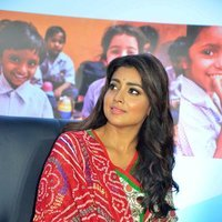 Shriya Saran - Quaker and Smile Foundation's 'Feed A Child' Event Stills | Picture 1493855