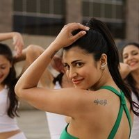 Shruti Haasan - S3 Movie Stills