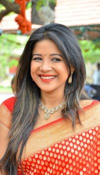 Actress Sakshi Agarwal Inaugurates Handloom And Handicraft Exhibition