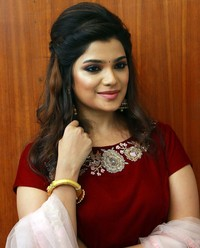 Aathmika at Meesaya Murukku Audio Launch