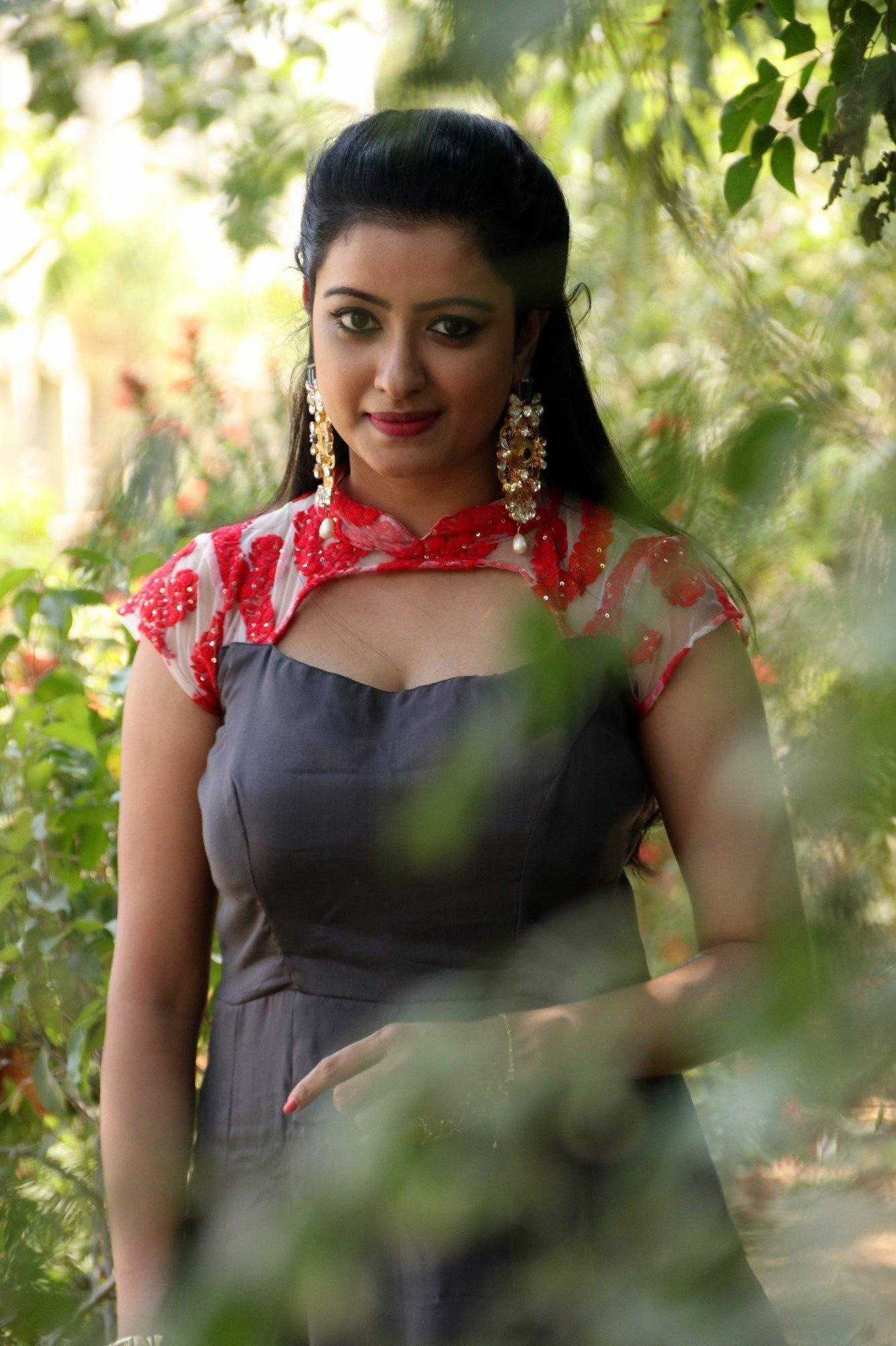 actress nisha krishnan photos at inayathalam audio launch