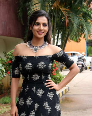 Sruthi Hariharan - Solo Malayalam Movie Chennai Press Meet Photos | Picture 1532380